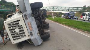 Acidente aconteceu no final da tarde desta sexta-feira (22), na altura do bairro Porto de Cariacica, e a via não precisou ser interditada. Apesar do susto, ninguém se feriu