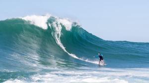Estrutura com profisionais capixabas acompanhou a experiente surfista Michaela Fregonese para pegar grande onda capixaba nesta semana, em Vila Velha