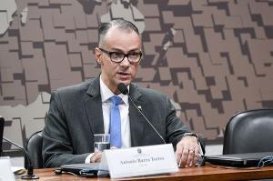 Antônio Barra Torres vai ser o quarto depoente na comissão do Senado, que apura ações e omissões do governo federal na pandemia e uso das verbas repassadas pela União a Estados e municípios. Veja ao vivo