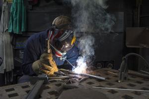 Segundo o sindicato dos trabalhadores, empregados que prestam serviço para grandes companhias como Vale e Arcelor cruzaram os braços. Eles pedem reajuste de 5%