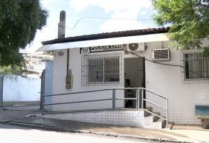 Ex-marido foi preso suspeito de ter cometido o crime. Eliziane Souza Câmara foi assassinada na tarde desta terça-feira (26), no quintal da própria casa
