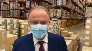 O governador Renato Casagrande gravou um vídeo direto do Centro de Distribuição em São Paulo, onde estão armazenadas as vacinas da Coronavac e onde será realizado o evento de entrega simbólica dos imunizantes