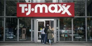 Retailers Give Mixed Read on Consumer Spending