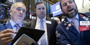 Global Stocks Fall on Signs of Coronavirus's Economic Impact