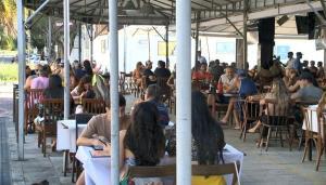 Leitores também opinaram nas redes sociais sobre a possibilidade de volta de restrições a bares e restaurantes no Estado