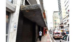 Marquises de imóveis antigos no Centro de Vitória sofrem com a ação do tempo e dão sinais da necessidade de manutenção. Fernando Madeira fez os registros nesta sexta-feira (30)
