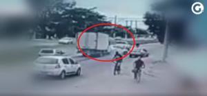 Batida envolveu uma motocicleta, dois carros de passeio e um caminhão, na altura do bairro Araçás; uma pessoa teve que ser socorrida pelo Samu
