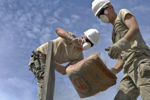 Oportunidades estão disponíveis na construção civil, no comércio e na prestação de serviços. Cadastros podem ser feitos pela internet