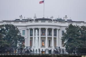 Mantendo um costume de mais de 30 anos nas transições de governo nos EUA. O gesto surpreendeu especialistas e membros do novo gabinete