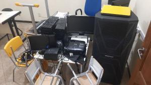 O homem exercia o cargo de chefe dos vigias da Prefeitura de Nova Venécia. Entre os objetos recuperados está uma caixa de som, avaliada em R$ 4 mil