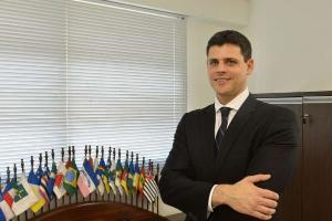 Presidente Jair Bolsonaro avalia recriar ministérios extintos, como Trabalho, Previdência, Indústria e Planejamento; já Paulo Guedes demitiu secretário após embate entorno do Orçamento
