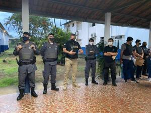 Cerca de 90 homens, entre policiais militares, civis e agentes da Guarda, integram as equipes. A ação também conta com cães farejadores