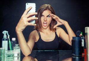 As tentativas de fazer como o outro e não diferente do outro têm sido o principal motivo das saturações nas redes sociais