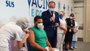Nesta primeira etapa serão enviadas vacinas para municípios que tenham profissionais de saúde, idosos com mais de 60 anos vivendo em instituições de longa permanência e indígenas em aldeias