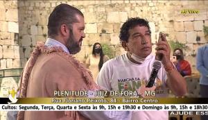 Em meio a jargões usados no meio religioso, o presidente reclamou da CPI da Covid e pediu oração dos fiéis