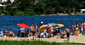 Final de semana foi de praias lotadas na Grande Vitória, mesmo em meio à quarentena decretada pelo governo do Espírito Santo para frear o avanço da pandemia