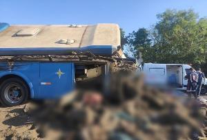Segundo as informações disponíveis até o momento, o ônibus transportava funcionários de uma empresa têxtil da região