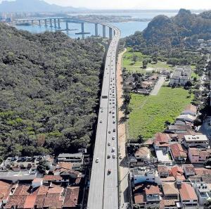 A primeira intervenção será a instalação uma estação de bombeamento no canal da Costa; outras duas estações, que estão em fase de licitação, também serão construídas - uma no canal Marinho e outra na saída do canal Aribiri