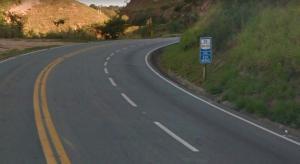 Moto e carro bateram por volta das 17h40 em rodovia federal, na altura do município de Marechal Floriano, na região Serrana do ES