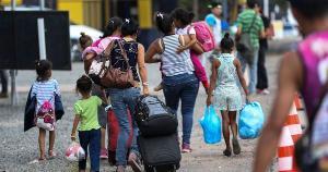 O número de venezuelanos desabrigados em Pacaraima, cidade no estado de Roraima, na divisa com a Venezuela, passou de 4.015, alta de 243% em relação a maio, mês anterior à reabertura da fronteira