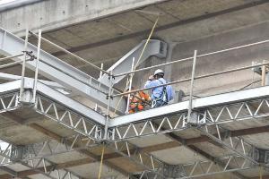 Trabalho que começou nesta quinta-feira (7) em Vila Velha é o mesmo que já foi iniciado em Vitória. O objetivo é encontrar as duas partes no vão central da ponte