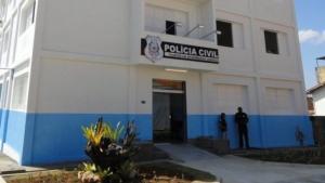 Os três jovens invadiram um ônibus do transporte coletivo e roubaram pertences dos passageiros nesta quinta-feira (8), na região de Rio Preto