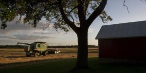 Deere Ramps Up Leases as Sales Slow