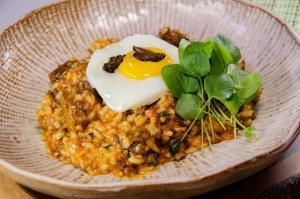 Para finalizar o prato, o chef do restaurante Oriundi, em Vitória, sugere ovo frito com gema mole e lascas de trufa