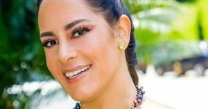 A apresentadora compartilhou uma foto, ao lado da amiga Taís Anjos, para explicar que, apesar das complicações da doença, está reagindo bem ao tratamento