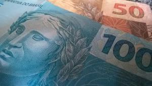 É preciso que fique claro que o dinheiro é um poderoso instrumento de trocas. Sem ele a roda não gira; só com ele a roda gira desgovernada