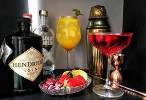 A coluna traz também uma receita de martini com romã, limão siciliano e tomilho, além de sugestões para caprichar nas bebidinhas