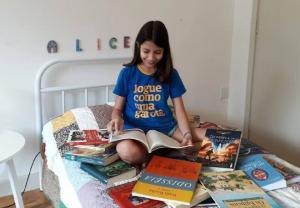 Apesar de ter pouca idade, jovens com menos de 18 anos embarcam em viagens por livros que fizeram história no mundo