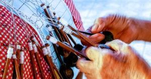 Na coluna de hoje, destacamos dois belos trabalhos de resgate de técnicas de bordados e rendas em comunidades capixabas