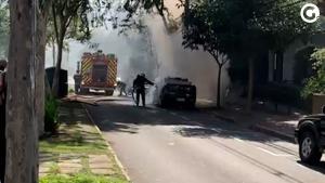 Incêndio atingiu mais a parte dianteira do veículo e não houve feridos. Equipes do Corpo de Bombeiros apagaram as chamas na tarde desta sexta-feira (21)