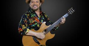 Com mais de 50 anos de carreira artística, o cantor, compositor e violonista se apresenta dia 26 de novembro, no Centro de Convenções de Vitória