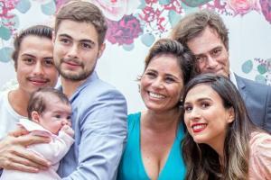Atriz explicou que erro deu origem a suposições sobre um desentendimento com Valéria Alencar, mãe de Rafa Vitti