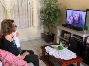 Família de Ana Coco Fontan, moradora de Conceição do Castelo, fez a homenagem para a idosa nesta quinta-feira (14)