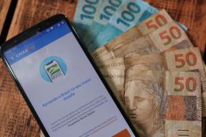 Auxílio que foi depositado pela Caixa no dia 20 de abril agora pode ser sacado ou transferido. Os valores podem variar de R$ 150 a R$ 375, dependendo da composição familiar. Veja o calendário