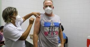 Governador do Espírito Santo se vacinou em Vitória nesta terça-feira (20). Casagrande tem 60 anos e foi imunizado com a Coronavac