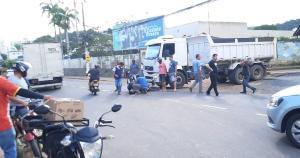 O acidente ocorreu por volta de 16h30 na Avenida Brasil, principal do bairro Maria das Graças. A vítima foi encaminhado para um hospital particular