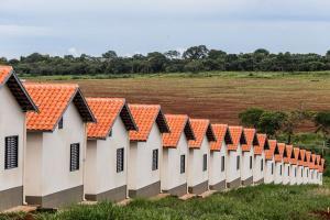 Programa habitacional que substitui o Minha Casa Minha Vida reduz juros e traz promessa de aquecer mercado imobiliário, mas há críticas à capacidade de atender classes mais pobres