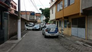 Segundo a Polícia Militar, dois homens praticaram um roubo na orla de Coqueiral de Itaparica. Durante policiamento, o veículo utilizado pelos criminosos foi avistado. Só um deles foi detido pela PM