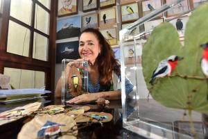 Márcia Aparecida Ramos Borges sempre se dedicou à arte da pintura, mosaico e cerâmica. Mas durante a quarentena passou a compartilhar mais um talento nas redes sociais: o bordado