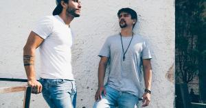 """Dupla sertaneja de Mato Grosso do Sul comemora o sucesso de duas faixas recentes, """"Banheirinho 2x2"""" e 'Baladinha'"""