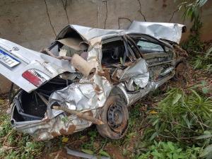 Apesar de ter sido socorrido ainda com vida pelo Corpo de Bombeiros, o motorista não resistiu aos ferimentos e morreu no hospital