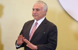 Ex-presidente foi homenageado na casa de empresário. Na ocasião, Bolsonaro foi imitado por humorista, levando os comensais às gargalhadas. Mas até Temer foi alvo. Veja vídeo