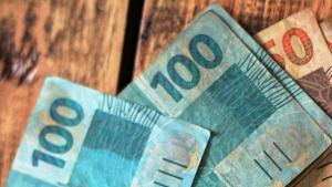 Levantamentos iniciais confirmaram um desvio de R$ 140 mil e estima-se que os valores totais possam alcançar R$ 1 milhão. Homem foi levado para a sede da Polícia Federal