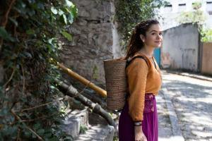 Maisa Silva é o grande atrativo de 'Pai em Dobro', da Netflix, mas filme tem texto esperto de Thalita Rebouças e o carisma de Du Moscóvis e Marcelo Médici