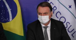 Alvo da declaração foi o senador Randolfe Rodrigues, autor do requerimento de criação da CPI da Covid-19. Fala do presidente foi gravada pelo senador Jorge Kajuru
