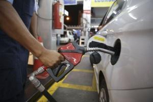 Diante dos sucessivos aumentos dos combustíveis, o governo federal quer mudar a forma como o tributo estadual é aplicado sobre os preços, o que pode baratear ou encarecer o valor pago